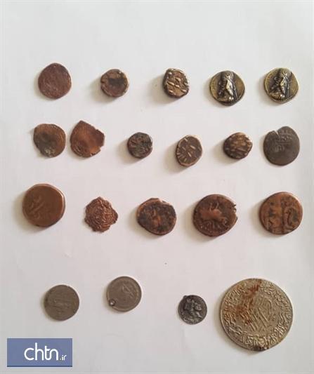 کشف و ضبط 20 سکه تاریخی در نی ریز